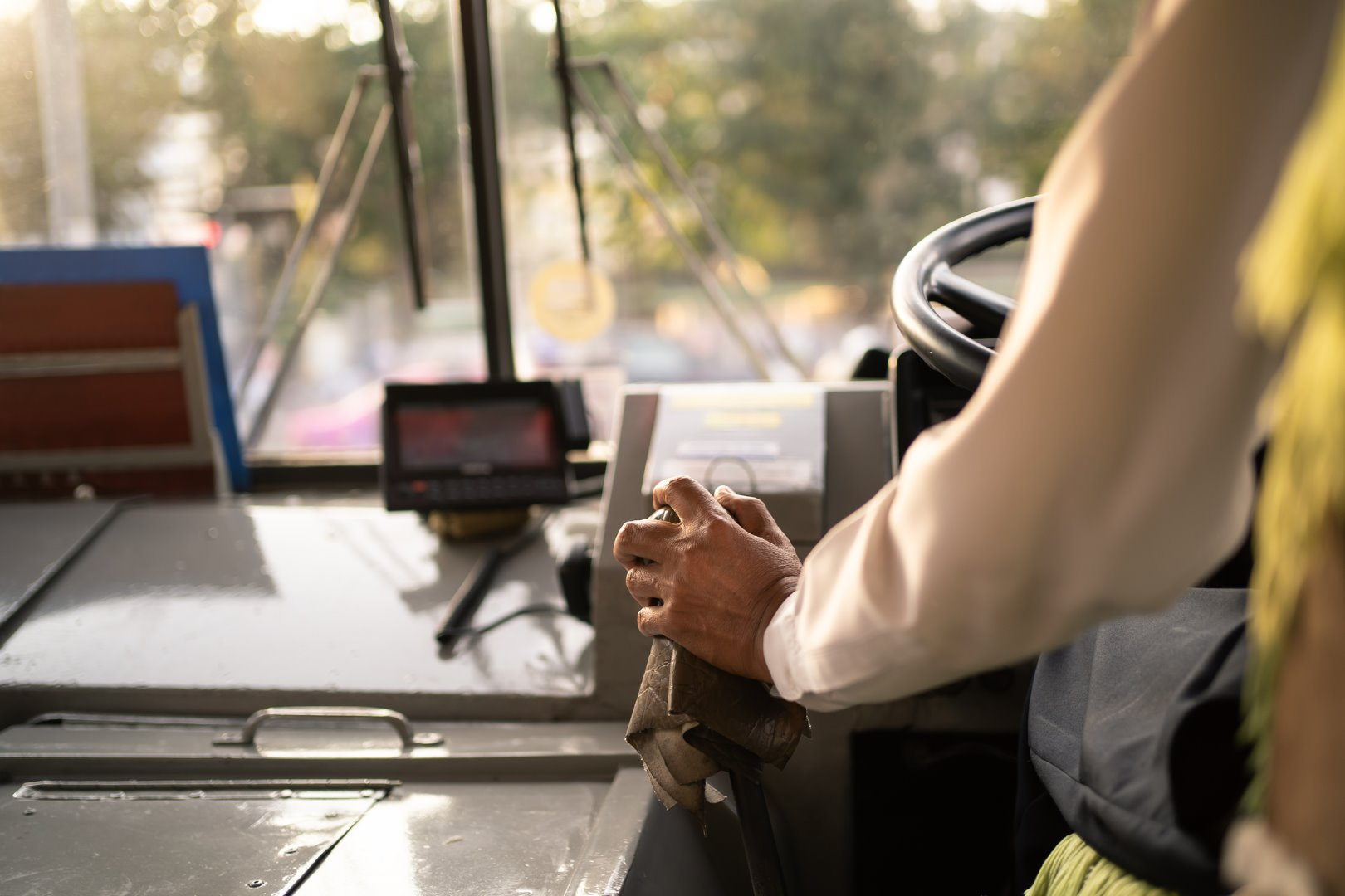 PROFESSIONAL & FRIENDLY Minibus DRIVERS Reading Berkshire